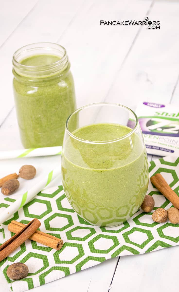A healthy, simple breakfast is just minutes away! Pumpkin spice green smoothies taste like your favorite pumpkin spice sweet treat instead of a nourishing green smoothie! Perfect for breakfasts on the go! Vegan, gluten free, paleo option. | www.pancakewarriors.com