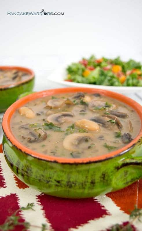 Creamy, rich and extremely flavorful, this white bean mushroom soup is the perfect dinner recipe. Ready in just 30 minutes, this filling soup is the perfect way to warm up on a cold night. Vegan, gluten free, low fat, high in fiber and protein. | www.pancakewarriors.com
