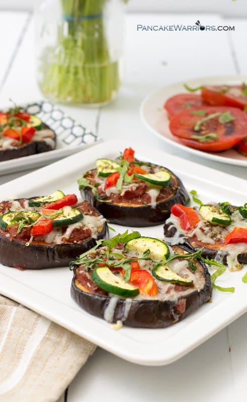 Make this simple vegetable eggplant pizza for a low carb, gluten free, grain free dinner tonight! So easy to make and packed with flavor. This is so much simpler than other low carb pizza! | www.pancakewarriors.com