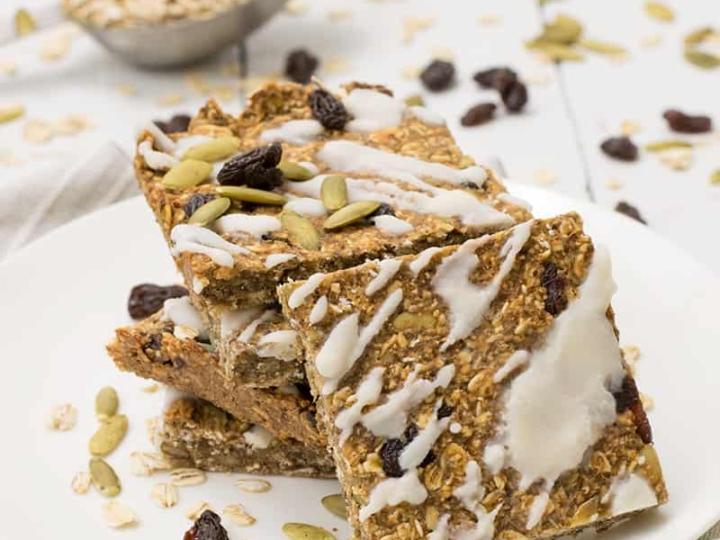 cinnamon raisin oatmeal protein bars