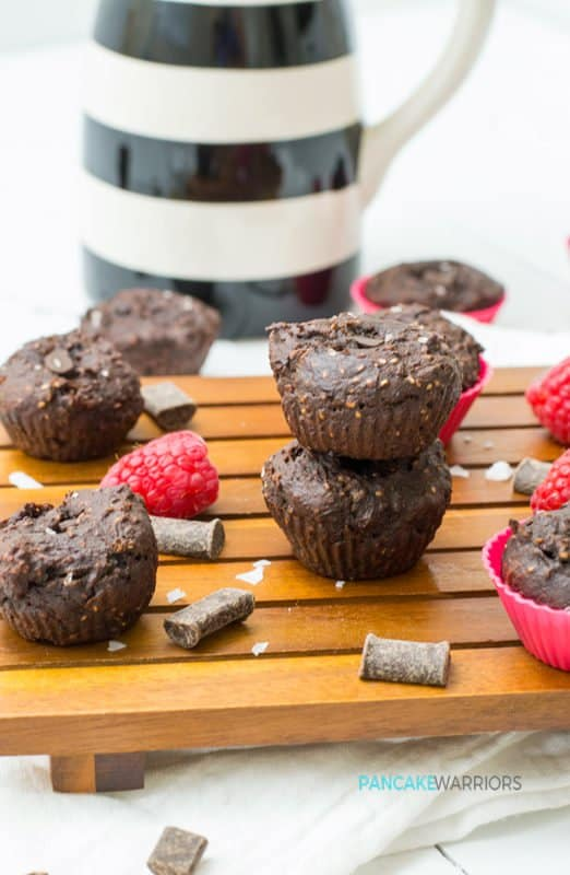 Satisfy that chocolate craving with these protein brownie bites! Grain free, vegan, gluten free, paleo, whole30 and so easy to make! | www.pancakewarriors.com