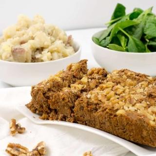 Vegan walnut lentil loaf, gluten free, simple dinner recipe | www.pancakewarriors.com