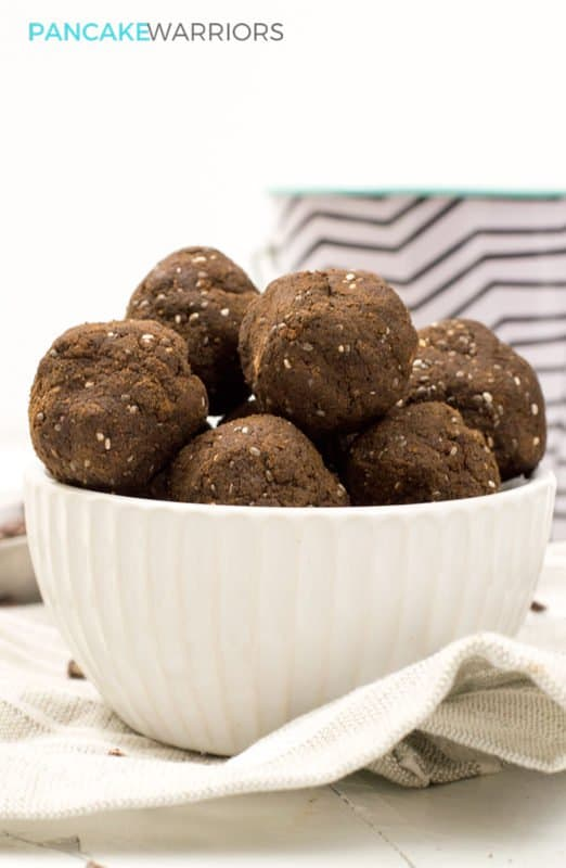 Power your day with these low carb hemp protein brownie bites! Naturally sweetened, gluten free, vegan, paleo | www.pancakewarriors.com