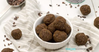 Power your day with these low carb hemp brownie bites! Naturally sweetened, gluten free, vegan, paleo | www.pancakewarriors.com