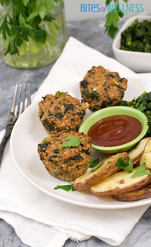 Whole30 mini turkey meatloaf is the perfect for weeknight dinner recipe! Low carb, grain free, paleo and simple to make! Ready in under 30 minutes! | www.bitesofwellness.com