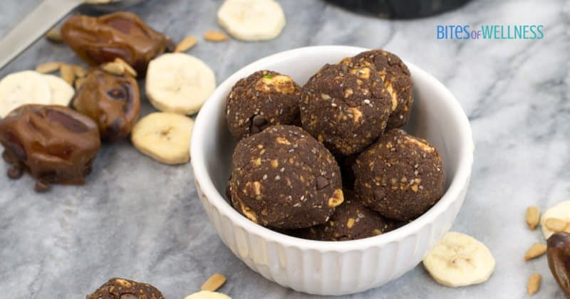These double chocolate banana protein energy bites are packed with nutrition, gluten free, vegan, allergy friendly and so easy to make! | bitesofwellness.com