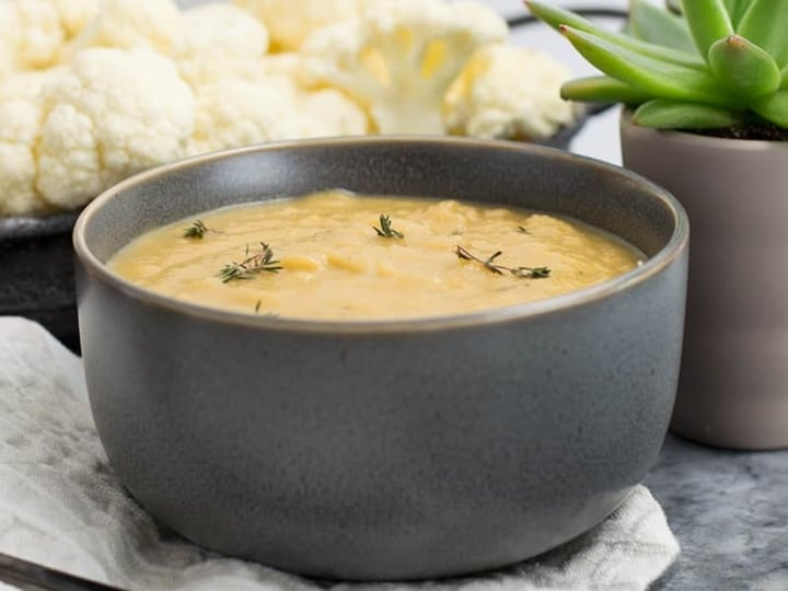 This slow cooker cauliflower soup is going to become your new favorite veggies soup! Vegan, paleo, Whole30. Perfect weeknight dinner recipe #slowcooker #vegan #soup #cauiflower