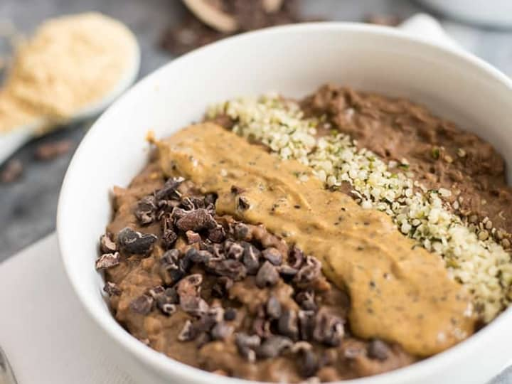 Chocolate Peanut butter Low Carb Oatmeal is the perfect low carb breakfast! Gluten free, grain free, vegan and dairy free #lowcarb #oatmeal #chocolate #peanutbutter | bitesofwellness.com