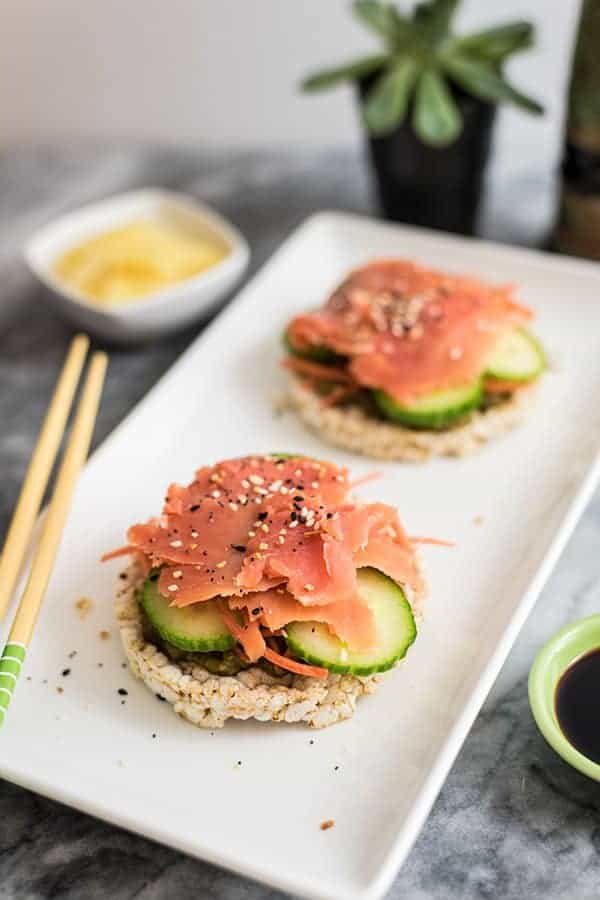 Smoked salmon sushi rice cakes made with smoked salmon, cucumber and rice cakes