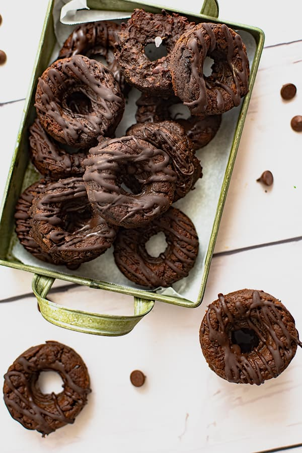These chocolate mini gluten free donuts are pretty much my most recent obsession.  | https://bitesofwellness.com