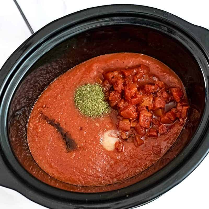 Slow cooker filled with Whole30 Marinara ingredients.