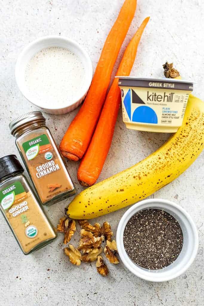 Ingredients to make carrot banana smoothie.